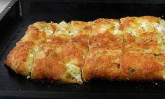 Queso Feta, Cheddar Cheese, Mozzarella, I Foods, Bread Recipes, Breakfast, Ethnic Recipes, Breads, Savoury Pies