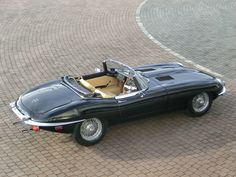 Jaguar E-Type Roadster. Stunning car