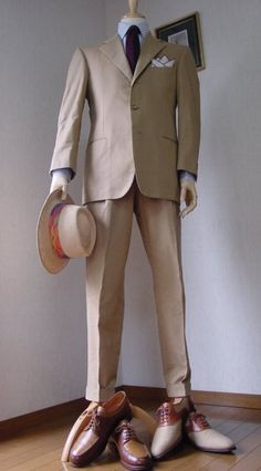 Summer time suit- strange.. I am drawn to the color combo: tie, shirt, suite, but NOT the hat..