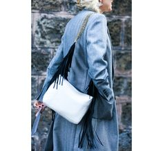 Street Looks à la Fashion Week printemps-été 2015 de New York, Londres, Milan et Paris http://www.vogue.fr/mode/street-looks/diaporama/street-looks-franges-a-la-fashion-week-printemps-ete-2015-de-new-york-londres-milan-et-paris/20706/image/1105508#!4