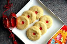Chinese almond cookies / Eva Bakes