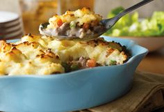 A new take on shepherds pie. It takes less than 45 minutes to make this delicious pub favorite, right in your own kitchen; Cream of mushroom soup and instant mashed potatoes make it quick and easy! From Campbells kitchen Pie Recipes, Casserole Recipes, Dinner Recipes, Cooking Recipes, Fall Recipes, Frugal Recipes, Dinner Ideas, Casserole Ideas, Amish Recipes