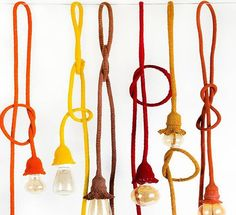 Mais um destaque da Paralela Gift: pendentes com cordões de crochê, da Iluminadas – www.luminarias-iluminadas.com.br