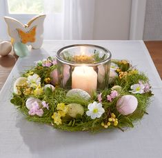 Easter table wreath - This wreath not only brings Easter into your ambience but also spring. It is filled with berries, l - Easter Table Decorations, Basket Decoration, Easter Projects, Easter Crafts For Kids, Easter Flowers, Easter Holidays, Easter Party, Deco Table, Easter Wreaths