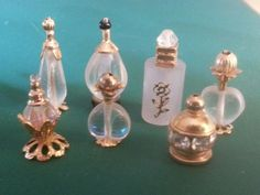 Artisan miniature vanit set with mirror fullset 1 inch scale silver 925 Diy Doll Miniatures, Dollhouse Miniature Tutorials, Miniature Crafts, Diy Dollhouse, Miniature Dolls, Miniature Bottles, Doll House Crafts, Doll Houses, Bead Bottle