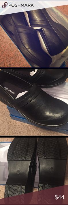 Easy street shoes Easy street extra stretch comfy shoes. Never been worn!! Brand new in box. Very comfortable insole. Size 10N. Make offer. Easy Street Shoes