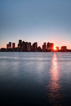 Traveling to beautiful Boston? View the city from a different angle on a cruise, sailing or water tour! Boston Travel, New York Travel, Boston Skyline, New York Skyline, Boston Tour, Boston Activities, Us Regions, Beautiful Places, Beautiful Pictures