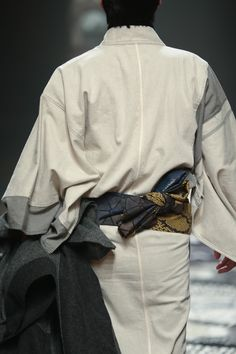 example of the back of mens Japanese Costume, Japanese Kimono, Male Kimono, Modern Kimono, Japanese Outfits, Drawing Clothes, Kimono Dress, World Of Fashion, Mens Fashion