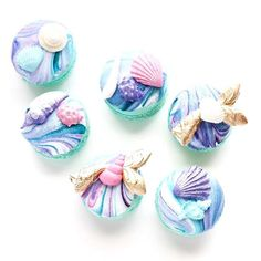 Mermaid Macarons from @christinacupcakes