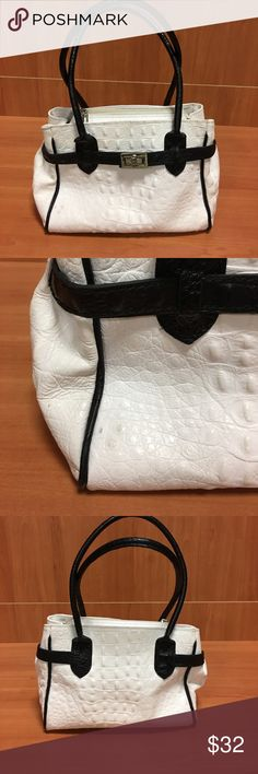 Borse in Pelle Handbag Very good used condition. See photos with three small marks on front right side of bag. Genuine leather with inside center zipper pocket inside zipper pocket. Silver hardware. All sales from this closet benefit a Women's Resource Center. Borse in Pelle Bags Satchels