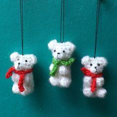 Tuto oursons - Le crochet de Marjolaine Tuto ourson chez Marjolaine, hummm on en mangerais héhé! Holiday Crochet, Christmas Knitting, Plush Pattern, Knitted Animals, Christmas Animals, Stuffed Animal Patterns, Knit Or Crochet, Yarn Crafts, Handmade Toys