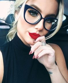 Ideas glasses frames for blondes red lips Cool Glasses, New Glasses, Glasses Online, Cat Eye Glasses, Girls With Glasses, Makeup For Glasses, Fendi Glasses, Cat Eye Colors, Womens Glasses Frames