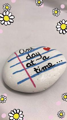 Stone Art Painting, Pebble Painting, Dot Painting, Pebble Art, Rock Painting Ideas Easy, Rock Painting Designs, Stone Crafts, Rock Crafts, Inspirational Rocks