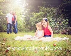 Outdoor family portrait photography  Www.sheetsphoto.com