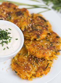 Kartoffel Karotten Puffer mit Cashew Dip - vegan & glutenfrei