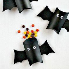 Boites à bonbons en papier en forme de chauve-souris par Tonya Staab