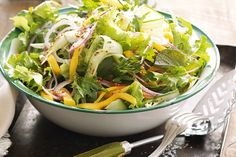 Green salad with mango. Celebrate a day in true Vancouver style with this mango salad recipe. Savoury Dishes, Food Dishes, Side Dishes, Food Food, Vegan Food, Salad Dressing Recipes, Salad Recipes, Mango Salat, Green Papaya Salad