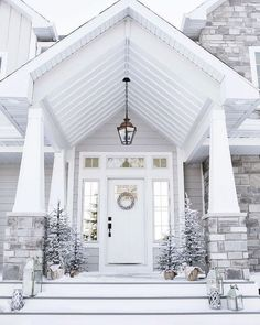 Stunning 40+ Great Modern Farmhouse Exterior https://modernhousemagz.com/40-great-modern-farmhouse-exterior/