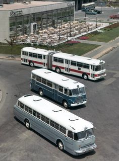 Photos of buses from all the world. Transport Museum, Public Transport, Budapest, Bus Und Bahn, Retro Bus, Veteran Car, Bus Coach, Busses, Commercial Vehicle