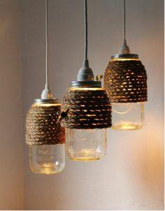 un luminaire de matériaux recyclés, idée récup déco avec bocaux et des fils de chanvre