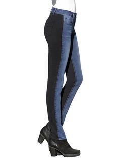 Jeansröhre in 5-Pocket-Form und im Patch-Design. Vorderhose ist aus Jeans und die Hinterhose aus schwarzem Jersey. Sehr figurbetonte Form, normale Leibhöhe, Schrittlänge ca. 77,5 cm, Saumweite 32 cm. Obermaterial: 68% Baumwolle, 30% Polyester, 2% Elasthan, Obermaterial 2: 62% Baumwolle, 30% Polyamid, 8% Elasthan, waschbar...