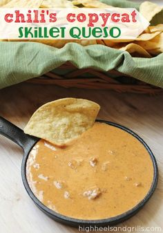 Made this tonight and it was delicious! Chili's Copycat Skillet Queso // High Heels and Grills. This stuff tastes JUST like the real thing! I was completely blown away! Yummy Appetizers, Appetizer Recipes, Snack Recipes, Cooking Recipes, Wedding Appetizers, Tostadas, Cetogenic Diet, Sauces, Tapas