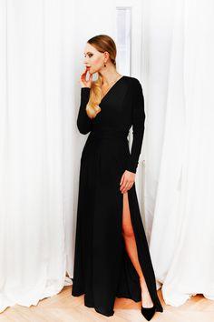 Długa sukienka z rozcięciami i kimonową górą, posiada zewnętrzny pasek, który daje różne możliwości przewiązania oraz gumkę w pasie. Materiał jest lejący i  rozciągliwy. Sukienka jest stylowa i elegancka. Posiada długi, zachodzący na nadgarstek rękaw. Dresses With Sleeves, Long Sleeve, Black, Fashion, Moda, Sleeve Dresses, Long Dress Patterns, Black People, Fashion Styles