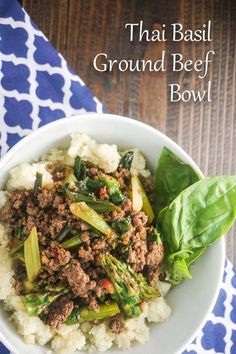 Delicious Thai Ground Beef Bowl with Cauliflower Rice for 300 calories and 8 Weight Watchers PointsPlus. Low carb and gluten free