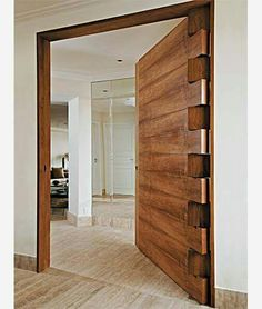 Allan Feio Φ Arquitetura: Destaque na porta de entrada Absolutely love the hinge work and solid timber door. Would make an awesome front door.