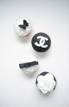 cupcakes-n-macarons_chanel cupcakes 1