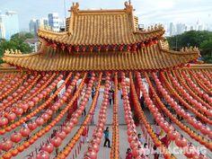 Ngôi chùa Thiên Hậu cũng là địa điểm phổ biến để các đôi tìm về đây chụp ảnh cưới,