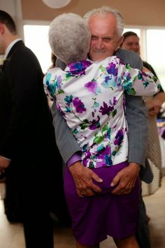 These old age couples are in love and enjoying life with full of fun. These elderly couples prove that you're never too old to have fun. - Page 3 of 4 Couples Âgés, Vieux Couples, Elderly Couples, Mature Couples, Grow Old With Me, Growing Old Together, Never Too Old, Old Age, Young At Heart
