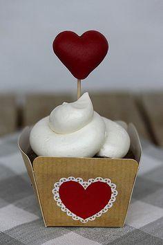Gingerbread white chocolate cupcake