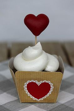 Gingerbread white chocolate cupcake