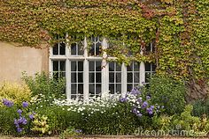 English country garden by Davebrotherton, via Dreamstime