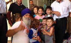 Sikhs helping our brothers and sisters is one of the most beautiful moments I have ever seen. #Iraq
