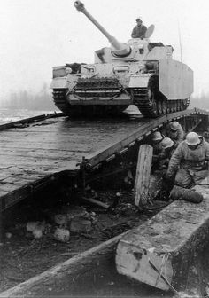Another late Panzerkampfwagen IV Ausf. G with L/48 gun, Schürzen and bolted extra 30mm armor crossing a bridge.