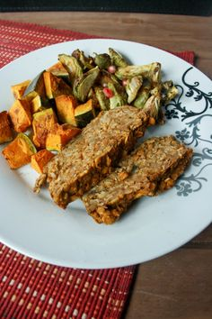 Pumpkin Lentil Loaf: A hearty vegan lentil loaf, a little spicy, a little sweet. Perfect for vegan holiday dinners or just a comforting fall dinner! Pumpkin Chili, Pumpkin Pie Spice, Pumpkin Puree, Fall Dinner, Holiday Dinner, Lentil Recipes, Vegan Recipes, Lentil Loaf, Vegetarian Chili