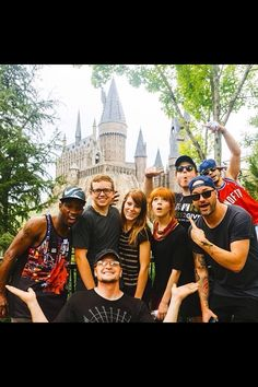 Lindsey Stirling at Harry Potter Land - Wow she looks alot like brook in this picture....  :I :o :O :D ;D