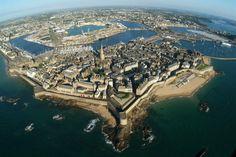 another geometrically designed seaport, like Ostia Rome's ......Saint-Malo,Bretagne  Connaissez-vous bien Saint-Malo ?  Testez vos connaissances à l'aide ce petit quiz…  © Gérard Cazade