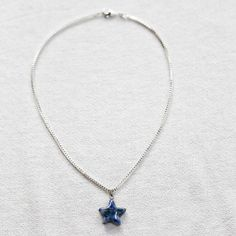 Halsband med blå stjärna i kristall