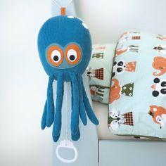 #design3000 Musik-Mobile Octopus – Kuscheltier mit integrierter Spieluhr.