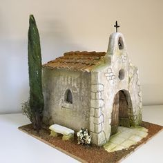So simple, yet so effective Wood Crafts, Diy And Crafts, Pottery Houses, Medieval Houses, Homemade Christmas Decorations, Miniature Houses, Fairy Houses, Bottle Crafts, Wood Carving