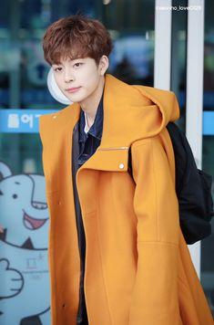 #yooseonho #byeongari #pd101s2 #cube Kpop Store, Yoo Seonho, Cube Entertainment, Produce 101, Korean Actors, Celebrities, My Future Husband, Photos, Celebs