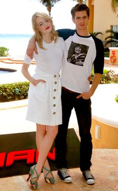 Andrew Garfield: Michael J. Fox T-Shirt!: Photo Andrew Garfield wears his support for Michael J. Fox during a photo call for The Amazing Spider Man at Summer of Sony 4 Spring Edition held at The Ritz Carlton Hotel… Cute Celebrity Couples, Cute Couples, Celebrity Style, Estilo Emma Stone, Emma Stone Gwen Stacy, Cute Celebrities, Celebs, Emma Stone Andrew Garfield, Emma Stone Style