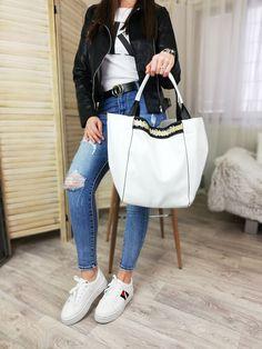 Najkrajšie kabelky.sk Bucket Bag, Shoulder Bag, Bags, Fashion, Handbags, Moda, Fashion Styles, Shoulder Bags, Fashion Illustrations