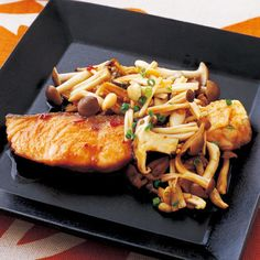 Chinese style spicy teriyaki salmon  Raw salmon 2 slices Shimeji 1 pack (about 100g) Take Enoki 1 bag (about 100g) Shiitake mushrooms 2 sheets Koguchikiri universal green onions  Sauce · Sake, mirin Each 2 tablespoons ·soy sauce 1 tablespoon · Doubanjiang (Toubanjan) 1/2 tsp Salt, pepper Each a little flour Proper quantity Salad oil 1 tablespoon