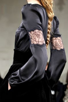 Beautiful silk dress with delicate lace panel inserts on the sleeves; elegant fashion details // Emilio Pucci