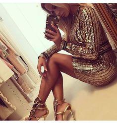 ✨ Sempre bellissimo il Missy Y Dress ✨ Completamente realizzato in pailettes e catene 👇🏻 commenta per prezzo 📲 WhatsApp 3911826718 www.dream-shop.it