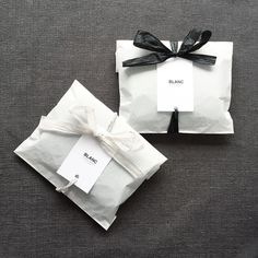 New wedding gifts packaging design Ideas Cookie Packaging, Paper Packaging, Bag Packaging, Wedding Packaging, Product Packaging, Clothing Packaging, Jewelry Packaging, Creative Gift Wrapping, Creative Gifts